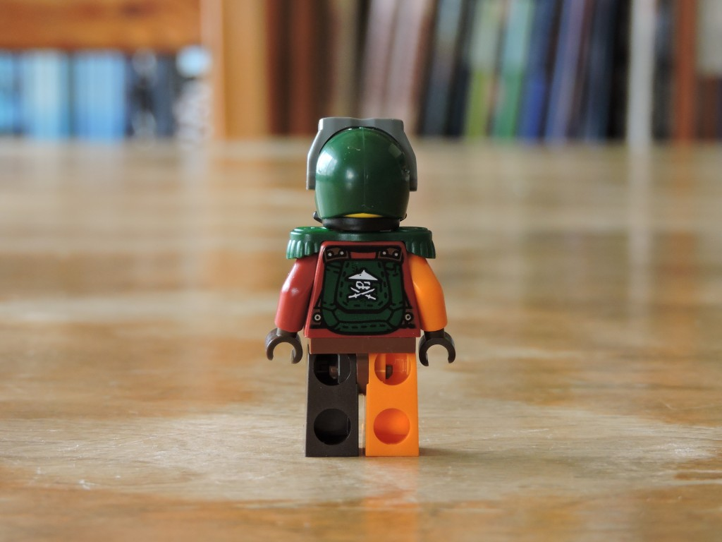 70605_bag_2_minifig_back