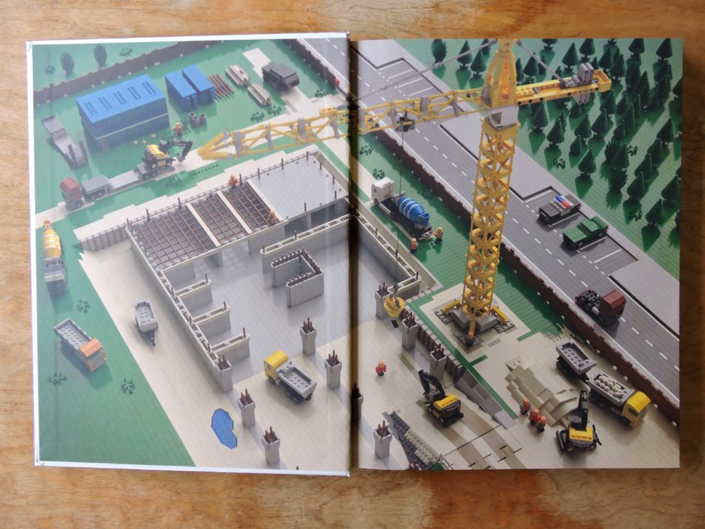 Tiny_LEGO_Wonders_endpaper